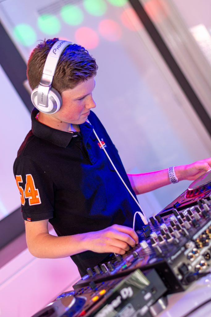 DJ bij arendse car systems