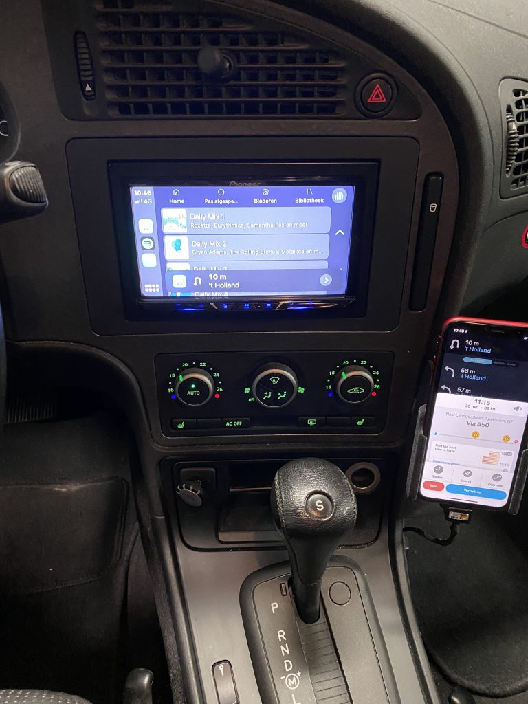 Auto Android in je auto met Brodit houder